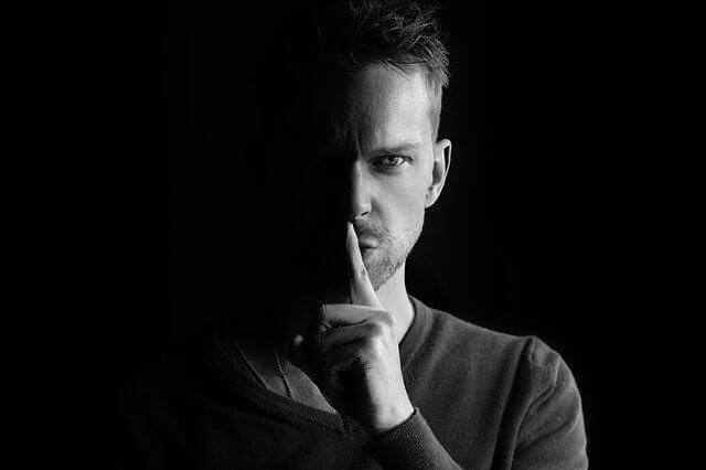 Uitleg narcisme en narcistisch misbruik, wat is het en wat doet het met de slachtoffers?