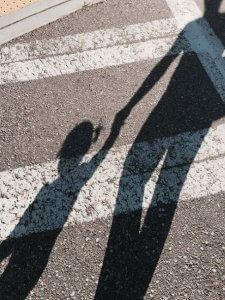 Hechtingstrauma, de hechting met een narcistische ouder als HSP of HSE is een traumatische hechting.
